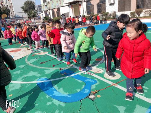 新城花园幼儿园坚持开展冬季户外锻炼活动